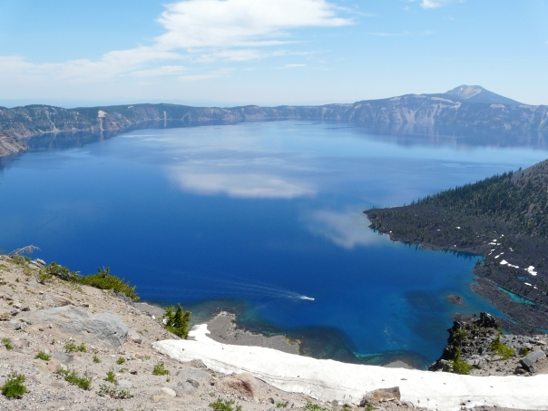 Pleasure boat on Crater Lake National Park
